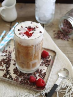 This fresh raspberry iced coffee is topped with frothed milk and cacao nibs for a delicious pick-me-up. Yummy Drinks, Healthy Drinks, Yummy Food, Healthy Recipes, Smoothie Drinks, Smoothie Recipes, Smoothies, Drink Recipes, Cocktail Recipes