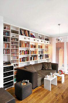 Zdjęcie numer 11 w galerii - Mały salon w bloku. Pomysły na aranżacje