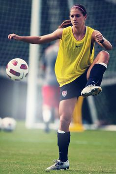 I need a body like this! im not trying to look buff like a man! Alex Morgan. Soccer :)
