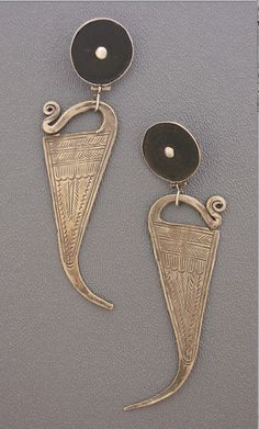 Nice way to make these traditional/tribal earrings wearable