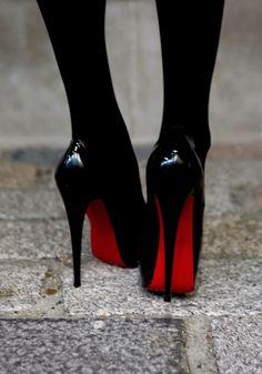 Asombrosos zapatos de mujer de noche | Modernos zapatos de moda Louboutin Pumps, Christian Louboutin, Louis Vuitton, Michael Kors, Louis Vuitton Shoes, Louis Vuitton Monogram