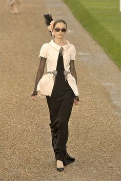 Chanel Fall 2007 Couture Fashion Show - Iekeliene Stange