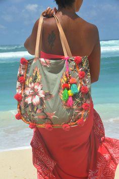 Pom Pom playa bolsa playa bolsas o borlas playa por JavaSpirit Gypsy Style, Boho Gypsy, Summer Beach, Summer Fun, Unique Purses, Denim Bag, Tribal Fashion, Strand, Textiles