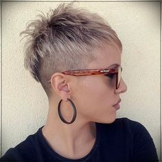 Super new haircuts for season: the TOP 7 of trends for different hair lengths - Kurze Haare Frauen Stylish Haircuts, New Haircuts, Funky Short Hair, Short Hair Cuts, Pixie Hairstyles, Pixie Haircut, Medium Hair Styles, Short Hair Styles, Traditional Hairstyle