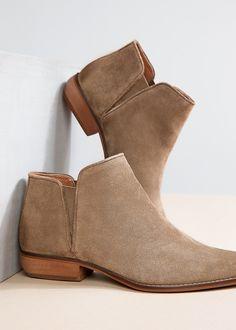 Flache Wildleder-Ankleboots