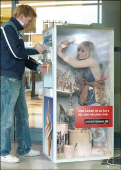 Cool wrap! What can you do to get more attention to your business? Print Ads, Guerilla Marketing, Street Marketing, Virales Marketing, Clever Advertising, Social Advertising, Advertising Design, Advertising Poster, Guerrilla Advertising