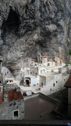 Historic Site in Macka, Trabzon Mysterious Places, Byzantine Art, Early Christian, Earth From Space, Historical Sites, Archaeology, Christianity, Mount Rushmore, Architecture