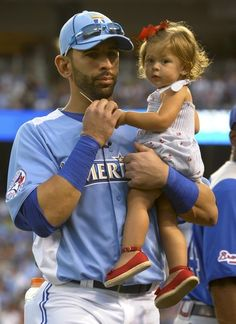 Jose Bautista and his daughter Stella during the home run derby Baseball Girls, Sports Baseball, Sports Teams, Mlb, Yankees Fan, Josh Donaldson, Toronto Blue Jays, Go Blue, Diamond Are A Girls Best Friend
