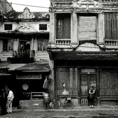 #Daily Life of Ha Noi Old Architecture Old, Beautiful Architecture, Vietnam History, Hanoi Vietnam, Old Street, Old Building, Interesting News, Small Towns, Southeast Asia