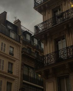 City Aesthetic, Brown Aesthetic, Travel Aesthetic, Aesthetic Photo, Aesthetic Pictures, Arte Obscura, Slytherin Aesthetic, Dark Paradise, Pics Art