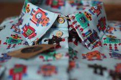 Estampa Robot Blue com nossos já famosos botões de madeira natural. Faça seu pedido no nosso site e aproveite e garanta várias lindezas na nossa PROMOÇÃO DE FRETE ÚNICO para compras até 4 peças. Ainda de quebra ganha uma linda Gravata Borboleta (Brinde) para compras a partir de 3 peças. Temos modelagem própria Masculina e Feminina  http://ift.tt/1N1h2JU #woodclothing #oficialwood #camisaria #madeinceara #diversidade #sustentabilidade #original #exclusividade #feitoamao #cuidado…