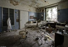 Looking at images of an abandoned doctor's house in Germany. Who were these people? Why did they leave in such a hurry? What happened here? Its rooms still boast gorgeous fixtures and items inexplicably abandoned, suggesting a sudden flight from the home. It's the sheer amount of items remaining in the home that shed a little light on who the occupants were. A physician's exam room, complete with instruments and slices of kidney set between glass. Abandoned for at least 20 years.