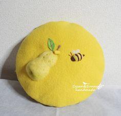 【受注製作】梨とミツバチ 立体の羊毛フェルトベレー帽|帽子|Cysan&Sunny handmade|ハンドメイド通販・販売のCreema