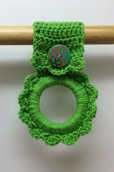 dish towels Kitchen towel hanger oven towel hanger button by Yarnhotoffthehook Crochet Home, Crochet Gifts, Hand Crochet, Crochet Stitches, Crochet Towel Holders, Crochet Towel Topper, Crochet Designs, Crochet Patterns, Crochet Kitchen Towels