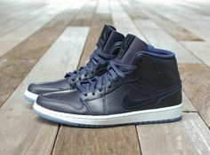 "Air Jordan 1 Mid Nouveau ""Midnight Navy"" - SneakerNews.com"