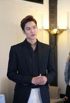 He is soo hot! Jung So Min, Song Hye Kyo, Asian Actors, Korean Actors, Heo Joon Jae, Valo Ville, Lee Min Ho Kdrama, Lee Min Ho Photos, New Actors