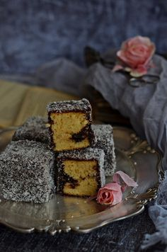 Régimódi kókuszkocka bögrésen   Rupáner-konyha Hungarian Cake, Party Snacks, Sweet Life, Cake Cookies, Panna Cotta, Food Photography, Cupcake, Food And Drink, Sweets