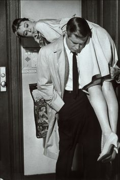 Audrey Hepburn (Holly Golightly) & George Peppard (Paul Varjak) - Breakfast at Tiffany's directed by Blake Edwards (1961) #trumancapote