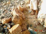 סלע טופז מדהים בכפר הסלעים של סלעים קום