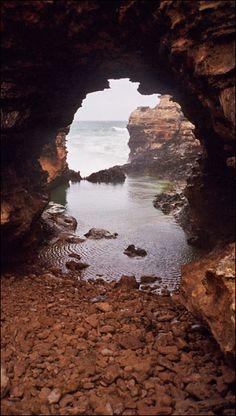 The Grotto, Great Ocean Road. Victoria Australia  Photo: Kevin Costanzo