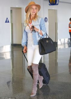 Kelly Rohrbach prepares to board a flight at LAX in a chic ensemble - Gotta fly: Toting a small black suitcase behind her, the Baywatch beauty was stylish in a pair of s - Kelly Rohrbach, Baywatch, White Skinny Jeans, Runway Fashion, Fall Outfits, Celebrity Style, Winter Fashion, Celebs, Suitcase