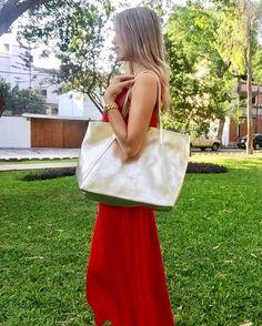 Cartera Agatha Dorada PLUMSHOPONLINE.COM – Carteras de cuero y moda para mujeres de la marca Plum – Compra por internet con envío Gratis a todo Perú e inmediato a todo el mundo. - Shop online your best leather and fashion women's handbags with inmediate world wide shipping #handbags #carteras #handbags #bags #moda #fashion #style #fashion outfit # clutch #cartera #handbag #bag #leather handbags #fashion handbags #carteras de moda #carteras para mujer