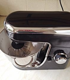 This Wilko Product Review is an unbiased look and trial of a selection of Kitchen and Bakeware products sold by Wilko. Love baking, small budget? Read this! Savoury Baking, Fresh Bread, Product Review, Kitchen Aid Mixer, Bakeware, Keurig, Step By Step Instructions, Coffee Maker, Budget