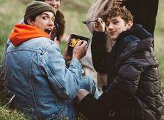 Troye Sivan and Jacob Bixenman Troye Sivan Songs, Blue Neighbourhood, Tyler Oakley, Lost Boys, Queen, Gay Couple, Couple Pictures, Music Is Life, Pretty People