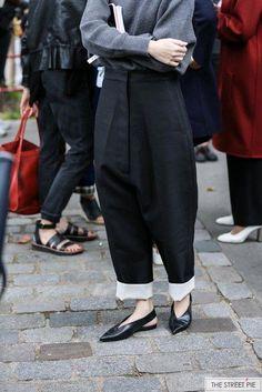 Outside Celine / Paris Fashion Week Fashion 101, Fashion Tips For Women, Fashion Week, Urban Fashion, Paris Fashion, Love Fashion, Plus Size Fashion, Autumn Fashion, Fashion Outfits