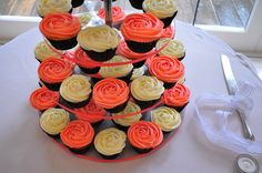 Coral wedding cupcakes by Cupcake Passion (Kate Jewell), via Flickr
