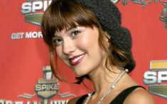 Lily Unser (Mary Elizabeth Winstead)