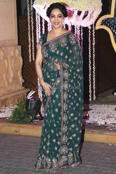 Brilliant in a Green #Saree @MadhuriDixit at Manish Malhotra's niece Riddhi pre Wedding Sangeet. Dec, 14