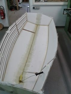 to make the bottom more stable, I`ve put glasband on both sides, before glasing the cockpit,