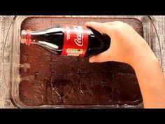 Namocz biszkopt colą i nie czekaj aż ktoś inny opowie ci o tej sztuczce. Coca Cola, Mini Tortillas, No Cook Desserts, Jack Daniels Whiskey, Kakao, Chocolate, Coco, Whiskey Bottle, Mousse
