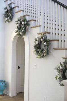 Christmas is coming, how is your home decorated? What I want to remind you is: Don't forget the Christmas staircase decoration. We have provided you with 30 best Christmas staircase decoration ideas, please enjoy! Farmhouse Christmas Decor, Christmas Home, Christmas Wreaths, Pottery Barn Christmas, Christmas Things, Christmas Christmas, Christmas Ideas, Christmas Crafts, Christmas Stairs Decorations