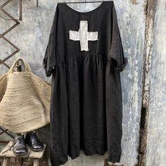 inspiration only: Sarah Black Linen Dress with Swiss Cross Linen Dress Pattern, Sarah Black, Bb Beauty, Boho Fashion, Fashion Outfits, Black Linen, Linen Dresses, Gingham Dress, Yamamoto