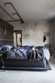 Here are the Style For Industrial Bedroom Design Ideas. This article about Style For Industrial Bedroom Design Ideas was posted … Industrial Bedroom Design, Industrial Interiors, Modern Bedroom Design, Home Interior Design, Design Bathroom, Modern Industrial, Exterior Design, Vintage Industrial, Industrial House