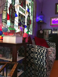 Carrie Fishers house, full of mis-matched furniture