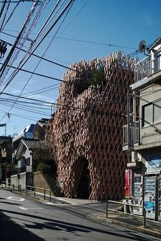 SunnyHills cake shop by Kengo Kuma wrapped by intricate timber lattice.