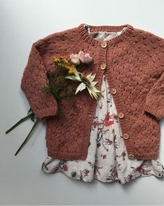 Anna's Summer Cardigan pattern, by PetiteKnit. Via Ravelry. Gauge: 23 stitches = 10 cm in eyelet pattern. Cardigan Gris, Cardigan Bebe, Summer Cardigan, Cardigan Pattern, Knit Cardigan, Baby Knitting Patterns, Knitting For Kids, Free Knitting, Pull Bebe