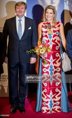 King Willem-Alexander of The Netherlands and Queen Maxima of The Netherlands attend the premiere of the ballet performance 'Ode to the Master' at the National Opera & Ballet on September 2017 in. Get premium, high resolution news photos at Getty Images Classy Outfits, Casual Outfits, Moda Outfits, Today In Pictures, Queen Maxima, Kurta Designs, Nassau, Royal Fashion, African Dress