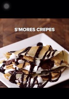 S'mores Crepes Mini Desserts, Sweet Desserts, Yummy Treats, Sweet Treats, Chocolate Crepes, Crepe Recipes, Food Cravings, Tasty, Waffles