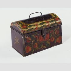 """TRUNK/ Butler Shop (act. 1824–c. 1855); paint decoration by Ann Butler (1813–1887), Greenville, New York, c. 1830, paint on asphaltum over tinplate, 4 1/8 × 6 3/4 × 3 3/4"""", collection American Folk Art Museum, gift of the Historical Society of Early American Decoration, courtesy Esther Oldham and Anne Oldham Borntraeger, 53.2.2."""