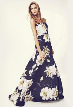 Flores blancas para adornar un vestido muy primaveral