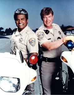 Erik Estrada and Larry Wilcox. Randi Oakes and Brodie Greer. Talk about anything related to the classic tv-series. Larry Wilcox, Classic Tv, Classic Movies, Chips Series, 80 Tv Shows, Heroes Reborn, Cop Show, Vintage Tv, Smallville