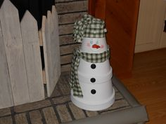 Large clay pots, buttons, and fabric.... Easy Snowman Craft
