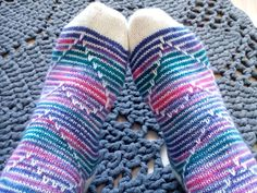 Only that mosaic knitting (heart) Wool Socks, Knitting Socks, Hand Knitting, Crochet Chart, Knit Crochet, Stitch Patterns, Knitting Patterns, Diy Clothing, Cross Stitching