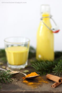 Mein Rezept für köstliche Goldene Milch, den Zaubertrank aus dem Ayurveda, ist unkompliziert, gesund, vegan und soo lecker! Eine Wohltat für Körper & Seele.