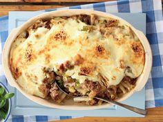 Macaroni-en-kaas met tuna. Kikker die ou gesinsgunsteling op met tuna, mosterd en stingeluie.