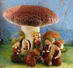 mushroom house and gnomes - enebro Felt Mushroom, Mushroom House, Waldorf Crafts, Waldorf Dolls, Wet Felting, Needle Felting, Felt Crafts, Crafts To Make, Felt House